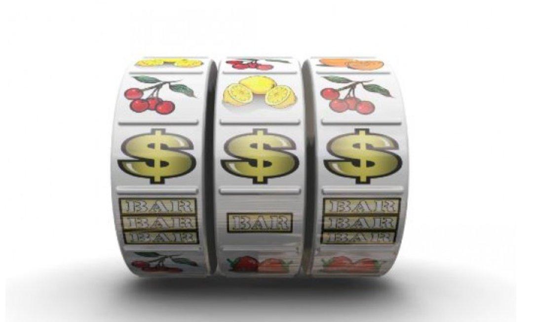 What does Pari Math Casino offer?